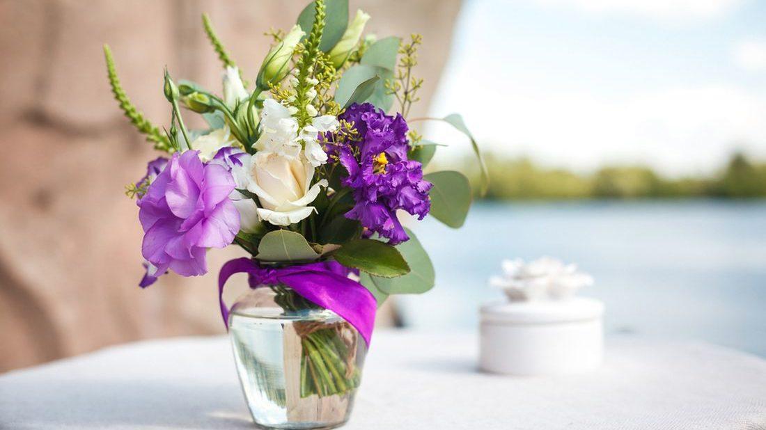 kvetiny-ve-vaze_shutterstock_305811152-1100x618.jpg