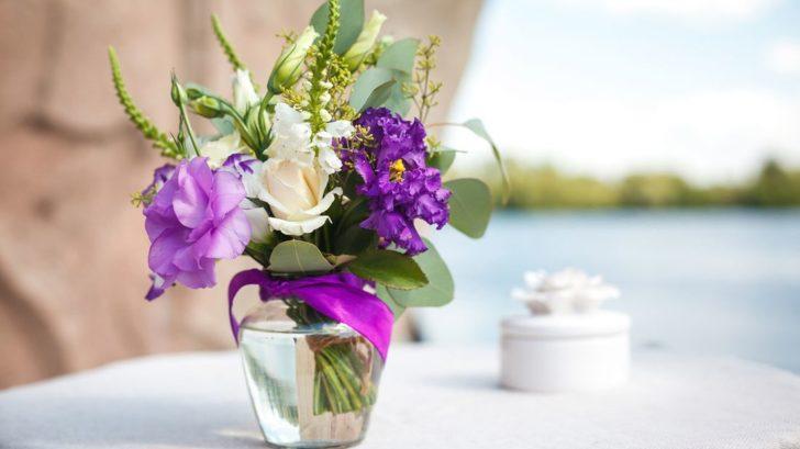 kvetiny-ve-vaze_shutterstock_305811152-728x409.jpg
