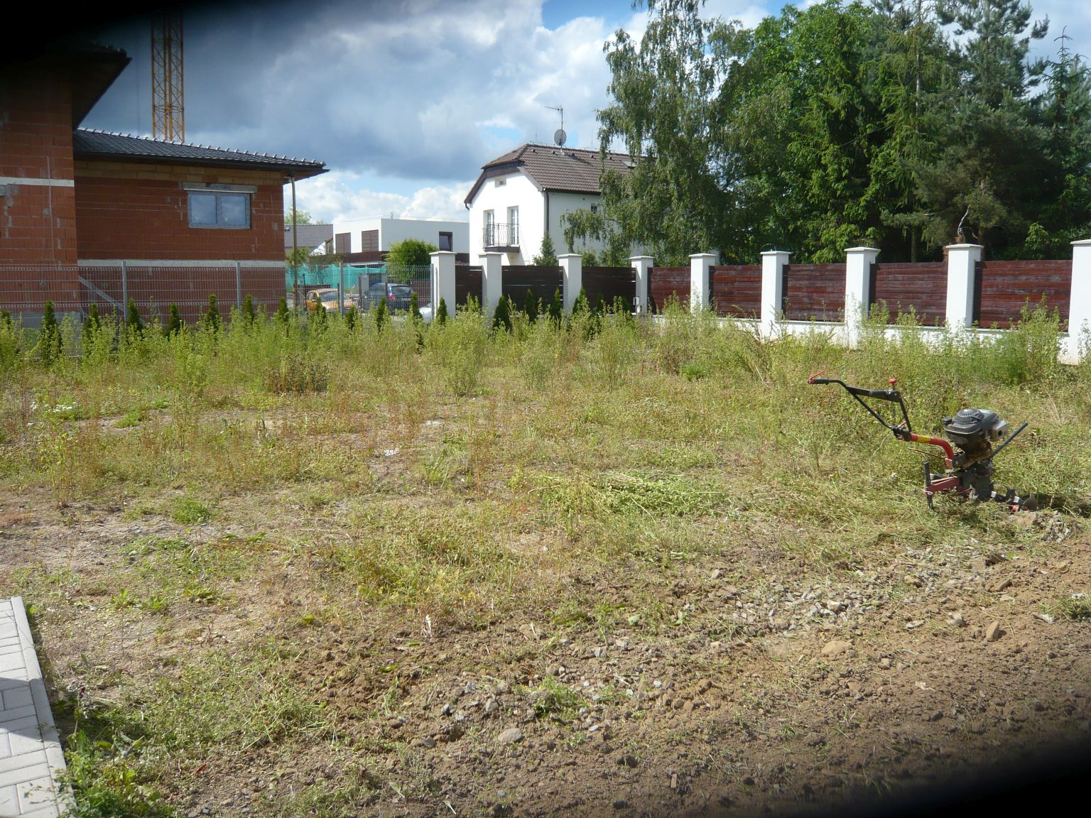 priprava-pozemku-pred-vysevem-travniku.jpg