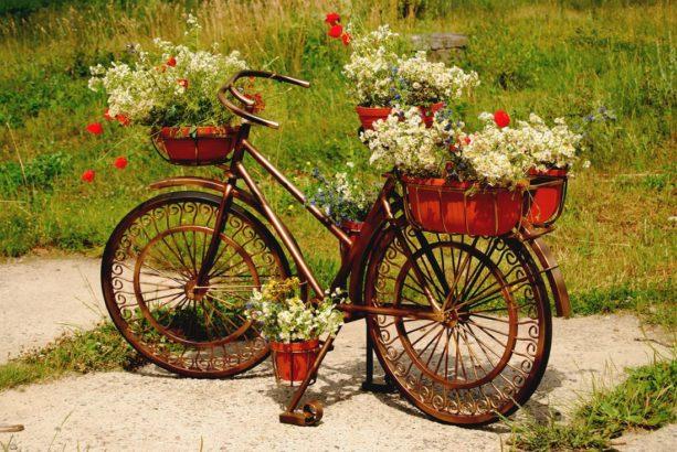 kolo-s-kytkama-osazene-kolo-kolo-zahradni-dekorace-dekorace-613x410.jpg
