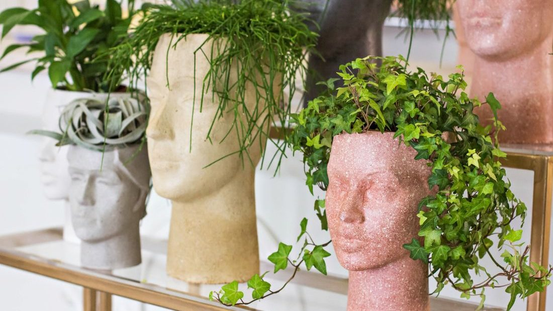 kvetinac-ve-tvaru-hlavy-1100x618.jpg