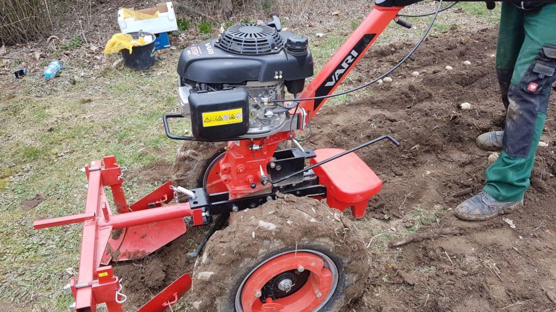se-zpracovanim-pudy-muze-pomoct-i-na-rodinne-zahrade-technika-idealni-je-malotraktor-1100x618.jpg