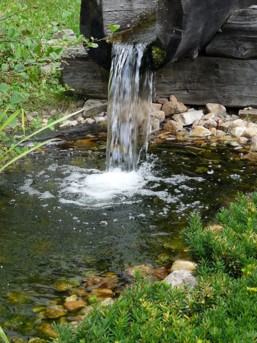 vody-stale-ubyva-je-nacase-s-vodou-hospodarit-co-nejefektivneji-1200x1200.jpg
