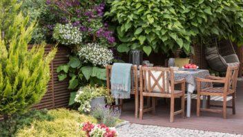 na-terasu-krome-kvetin-patri-i-specialni-nabytek-vhodny-do-exterieru-352x198.jpg