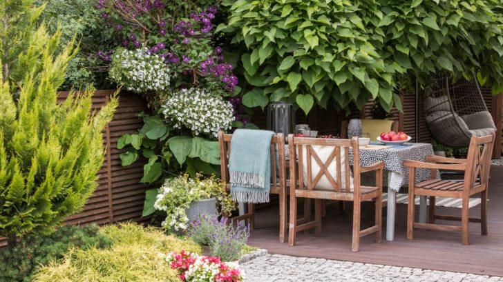 na-terasu-krome-kvetin-patri-i-specialni-nabytek-vhodny-do-exterieru-728x409.jpg