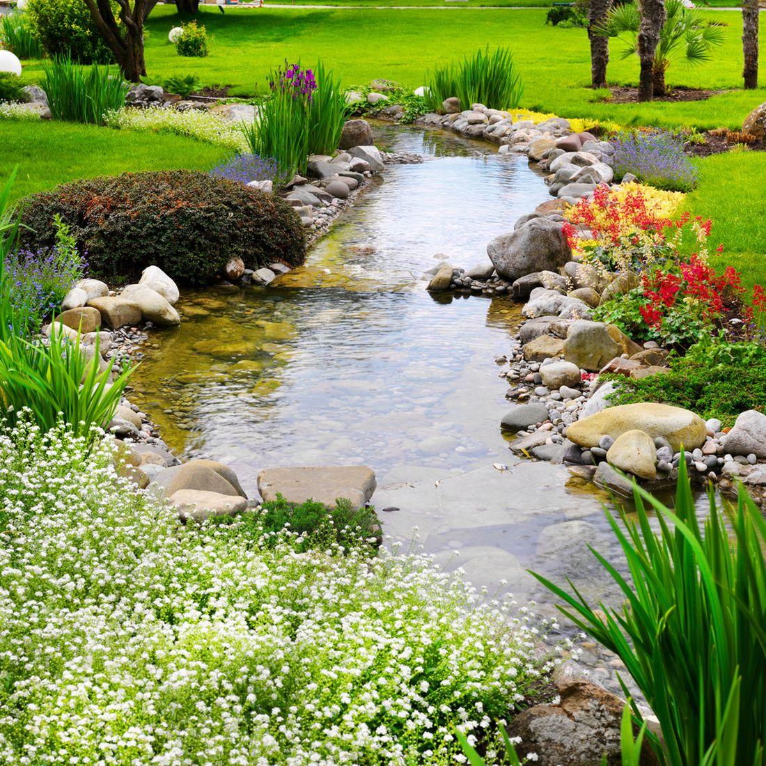 jarni-kvetouci-vysadba-kolem-potoka.jpg