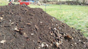 kvalitni-kompost-je-pro-pudu-tim-nejlepsim-materialem-po-vsech-strankach-352x198.jpg