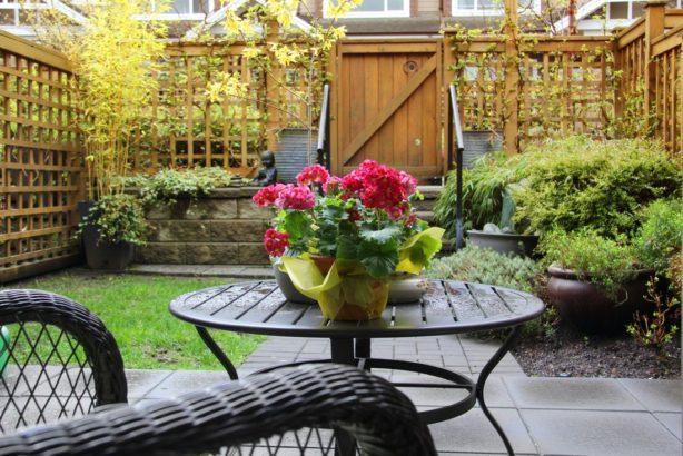 pomoci-trelazi-lze-oddelit-cast-zahrady-s-posezenim-614x410.jpg