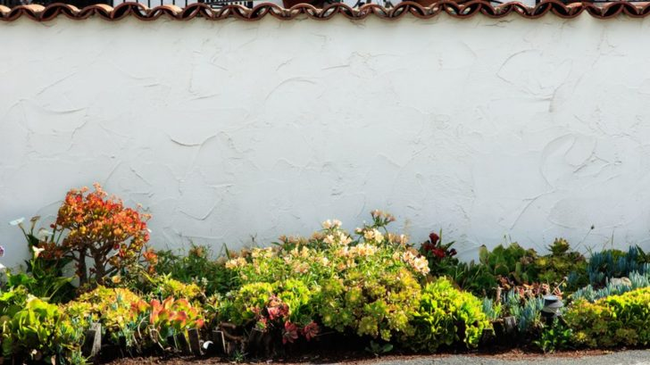 potrebujeme-li-zahradu-rozsirit-nebo-prodlouzit-pouzijeme-na-jejim-konci-svetle-pastelove-odstiny-728x409.jpg