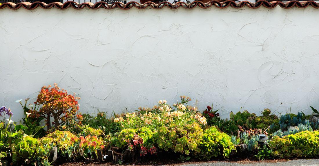 potrebujeme-li-zahradu-rozsirit-nebo-prodlouzit-pouzijeme-na-jejim-konci-svetle-pastelove-odstiny.jpg