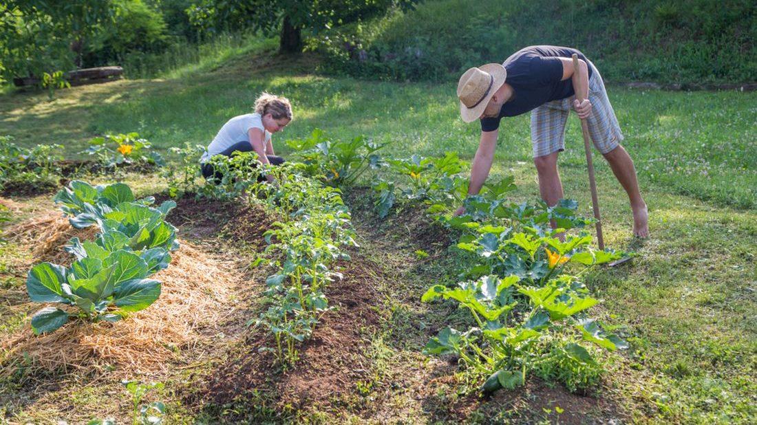 pro-mnohe-je-prace-na-zahrade-odpocinkem-1100x618.jpg