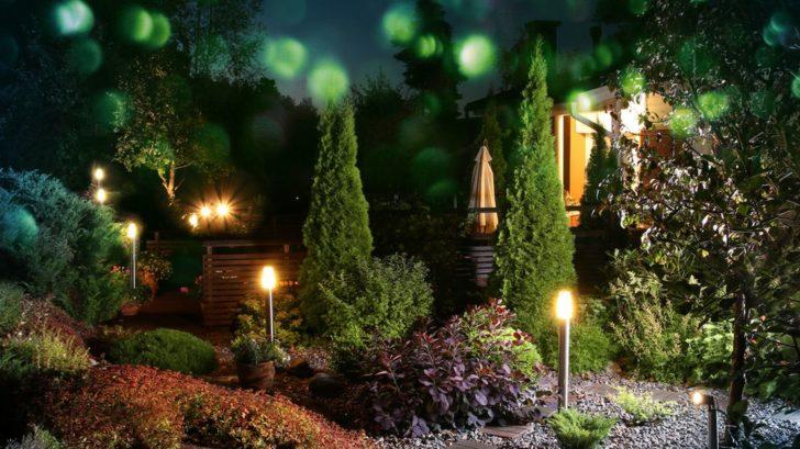 osvetlena-vecerni-zahrada-laka-k-prochazkam-a-posezeni-728x409.jpg