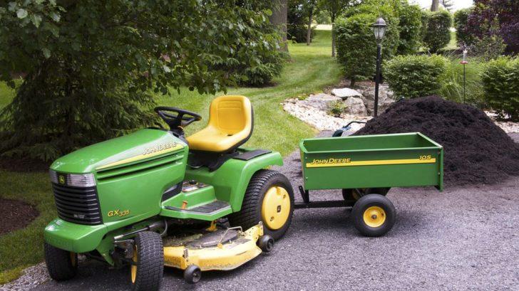 pokud-jiz-vlastnite-zahradni-trakturek-zeptejte-se-obchodnika-zda-k-nemu-lze-dokoupit-i-vozik-728x409.jpg