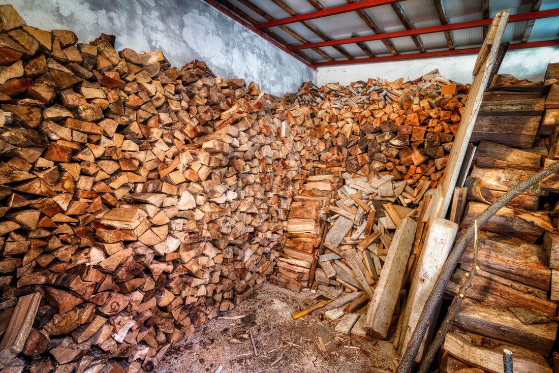 pro-uskladneni-dreva-muzete-vyuzit-tez-stodolu-nebo-jine-stavby-v-okoli-vaseho-domu.-ne-vzdy-je-nutne-drevnik-stavet.jpg
