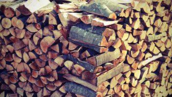 takto-srovnane-drevo-nejenze-bude-hure-prosychat-ale-take-bude-po-proschnuti-velmi-nestabilni-352x198.jpg