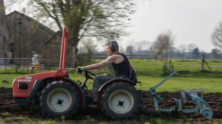 v-pripade-opravdu-velkych-pozemku-a-tezke-prace-se-urcite-porozhlizejte-po-malotraktorech-dvouosych-728x409.jpg