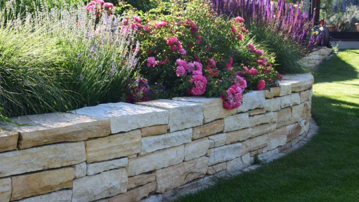 v-mestske-zahrade-se-nebojte-pouzit-i-moderni-materialy-728x409.jpg