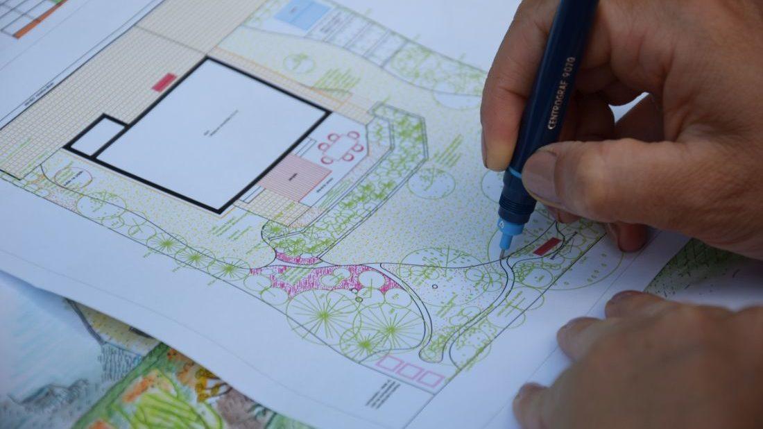 z-osazovaciho-planu-jasne-zjistite-o-jaky-druh-rostliny-se-jedna-a-v-jakem-poctu-je-na-zahrade-zastoupen.-1100x618.jpg