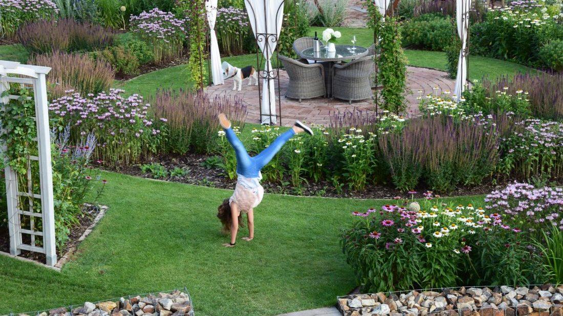 zahrada-je-mistem-setkavani-a-poznavani-zaroven-je-to-dobre-sportoviste.-1100x618.jpg