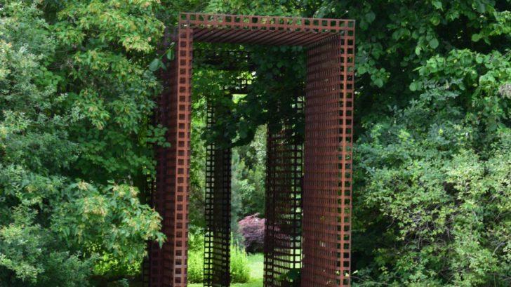 1-corten-se-hodi-do-prirodni-i-moderni-zahrady-ve-meste.-728x409.jpg