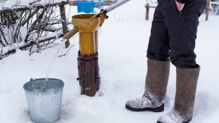 na-trhu-lze-zakoupit-i-pumpy-se-kteryma-lze-cerpat-vodu-v-mrazech.-prikladne-nemaji-zpetnou-klapku-728x409.jpg