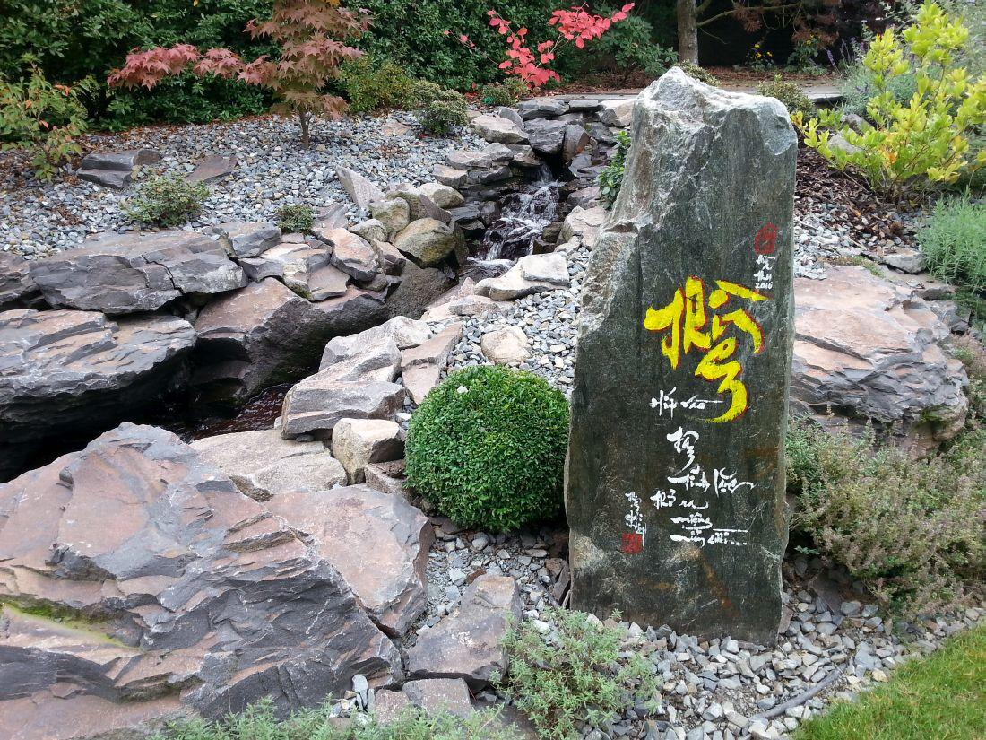 v-asijskych-zahradach-skvele-vyniknou-hlavne-kamenne-prvky..jpg