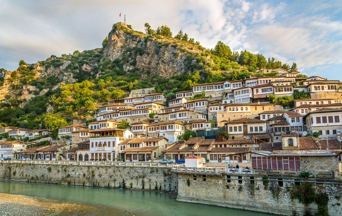 pohled-na-stare-mesto-berat-albanie.jpg