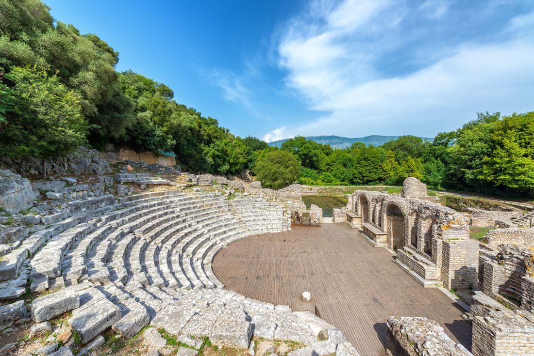 ruiny-antickeho-amfiteatru-v-butrintu.jpg